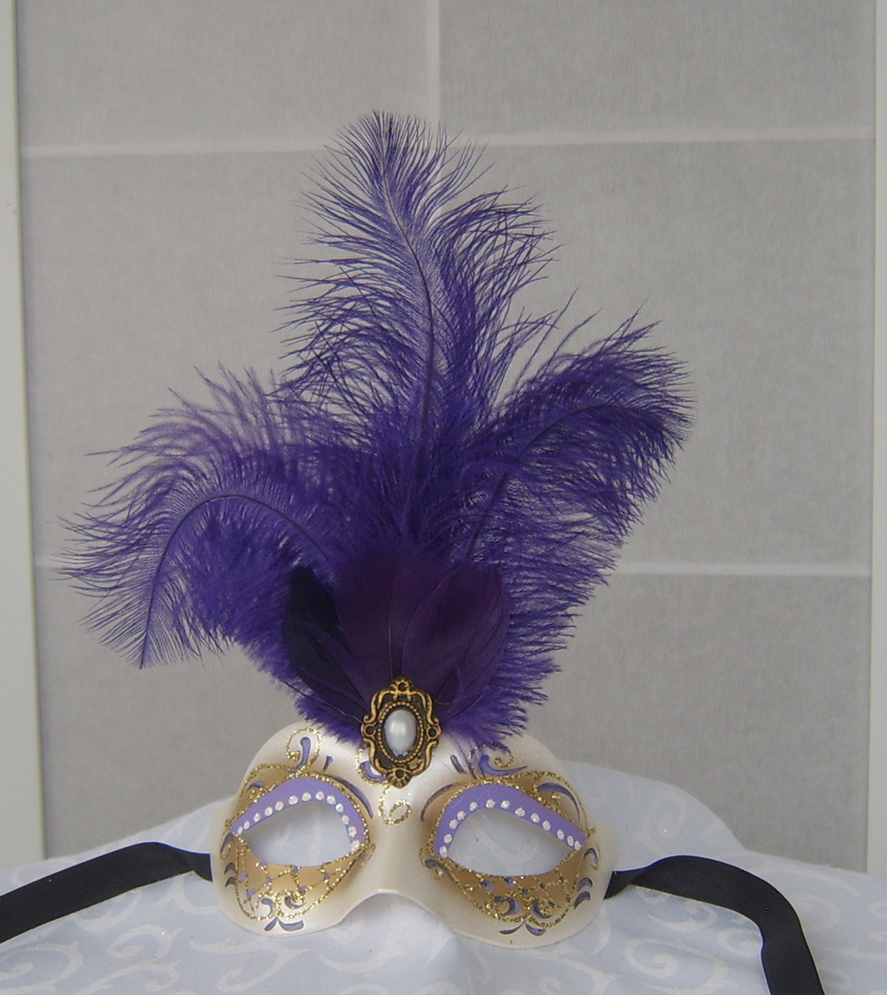 Mask with feathers (children size)