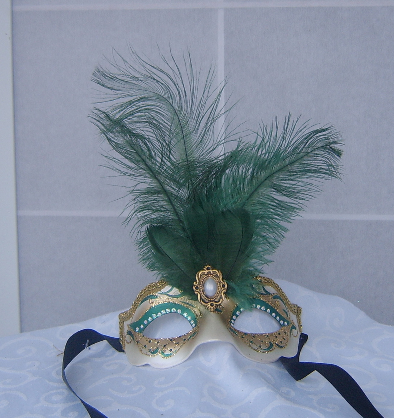 Mask with feathers (children size 3-7 years)
